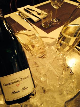 Cassis Bistro : champagne