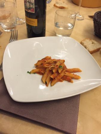 Pizzeria La Vera Napoli: Servizio veramente lento.. Entrati alle 20 e alle 23.30 ancora deve essere servito il primo! Sop