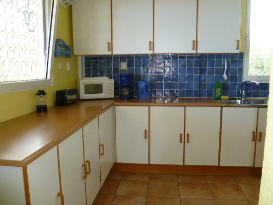 Caribbean Sea View Holiday Apartments: Moonlight Kitchen