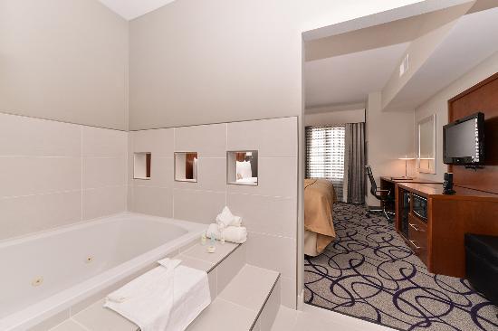 Comfort Inn & Suites: King Whirlpool Suite