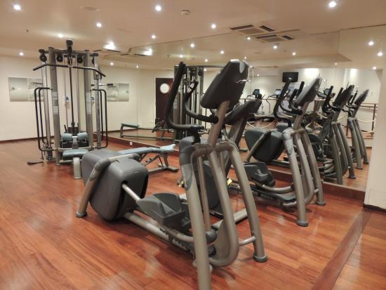 gym picture of renaissance paris la defense hotel la defense tripadvisor. Black Bedroom Furniture Sets. Home Design Ideas