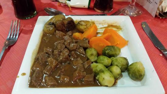Dahlia's Kitchen: beef bourguignon and fresh veg