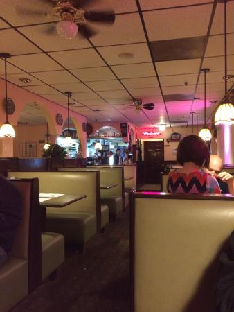 Suffield Pizza & Family Restaurant : Dining room