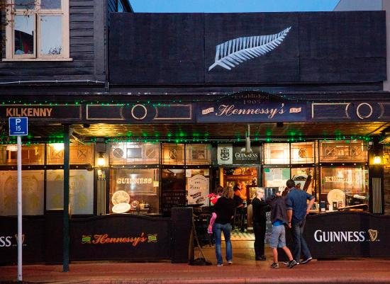 Hennessy's Irish Bar: Welcome to Hennessy's!