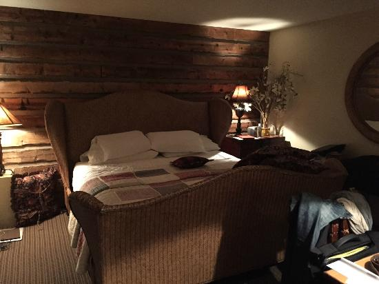 Annabelle Inn : Our room was cozy and comfy