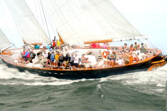 Classic Harbor Line: Sailing Schooner America 2.0