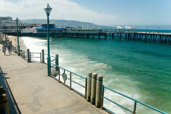 Walk the redondo pier picture of redondo beach for Redondo beach pier fishing