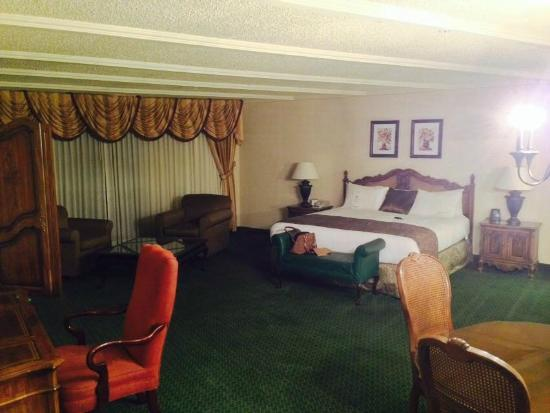 The Riverside Hotel: The room was HUGE!