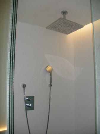 Hotel Olivia Balmes: Terrific Shower