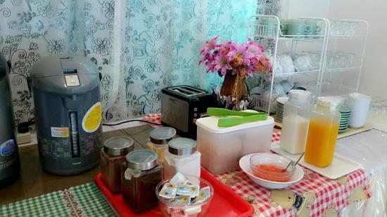 Huay Kaew Palace 1: มาทานอาหารเช้ากันนะคะ