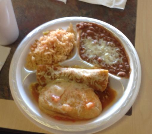 Fiesta Fresh Mexican Grill : Chili relleno and taco combination