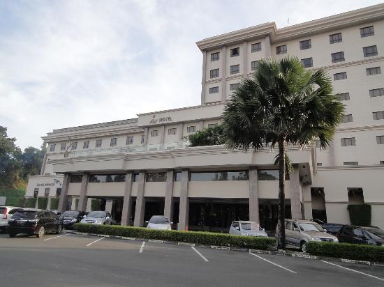 Grand I Hotel : Tampak Depan i Hotel