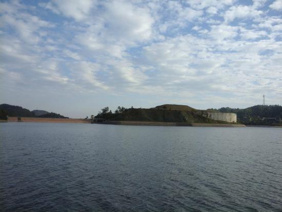 Dragon Lake Princess Hotel: view from the boat