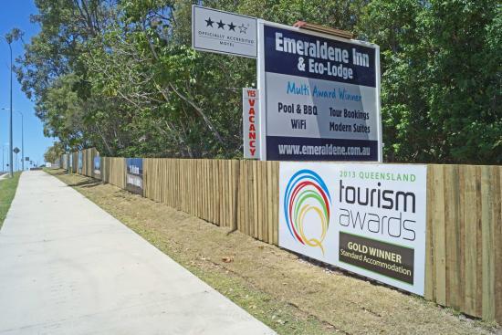 Emeraldene Inn & Eco-Lodge: Entrance