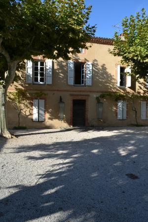Chateau de Touny Les Roses : Front of building
