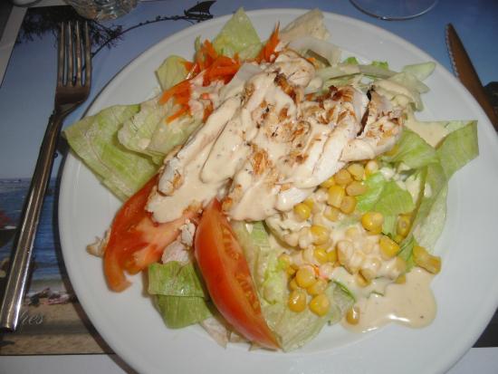 Salt, İspanya: Ensalada de pollo con salsa césar del menú