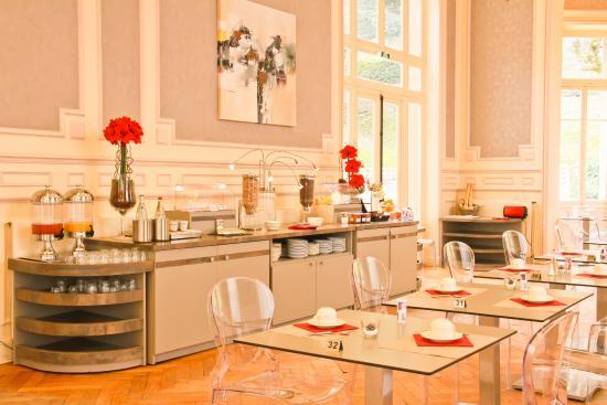 Le Buffet Petit Dejeuner Picture Of Mercure Saint Nectaire Spa