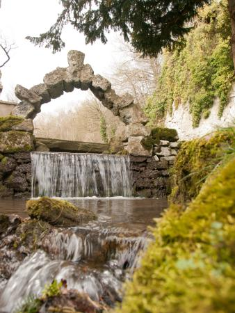 Cascades Gardens: Old Tufa Arch