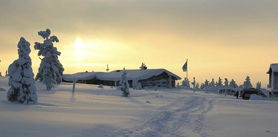 Pallastunturi Visitor Centre. The sun is rising. Photo: Maarit Kyöstilä
