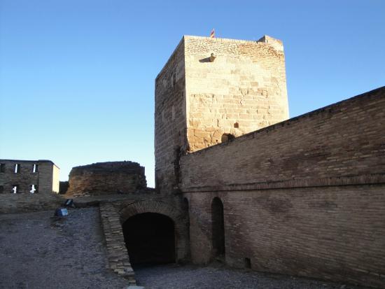 Castillo de Monzón: la torre de jaime I en 1114 cuenta la leyenda