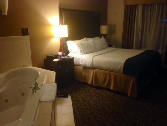 Holiday Inn Express Hotel & Suites Columbia East - Elkridge: Jet Tub King Bed