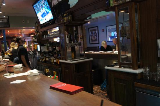 Gracie's Bar: Gracies