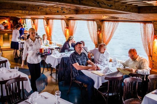 Теплоход-ресторан астра санкт-петербург
