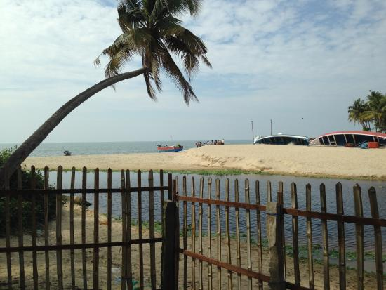 Ananda Beach Home: View from Cottage