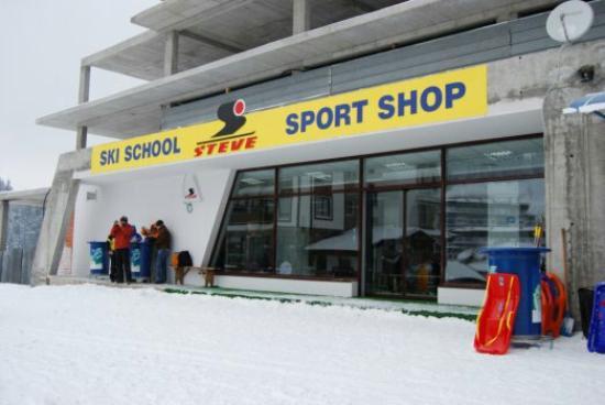 Steve Ski School: The school