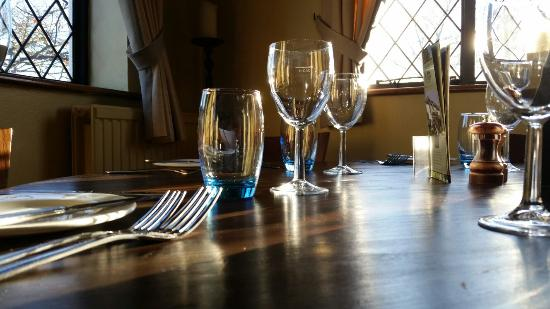 Woodcote, UK: Round table in the corner.