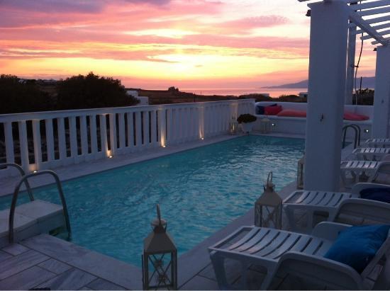 Amaryllis Apartment Studios : Sunset by the pool !