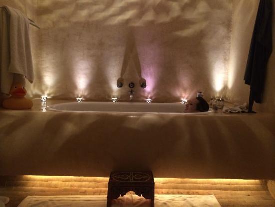 Maison MK: Jogo de luzes na banheira, super relaxante