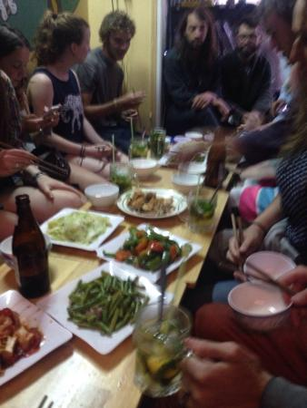 Dalat Family Hostel: Family meal!
