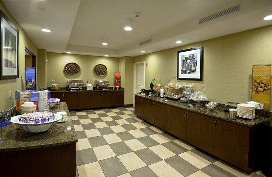 Hampton Inn Asheville - I-26 Biltmore Area: Breakfast Serving Area