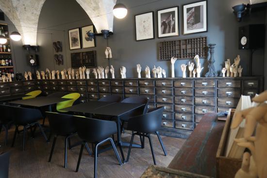Cabinet de Vin & Cocotte