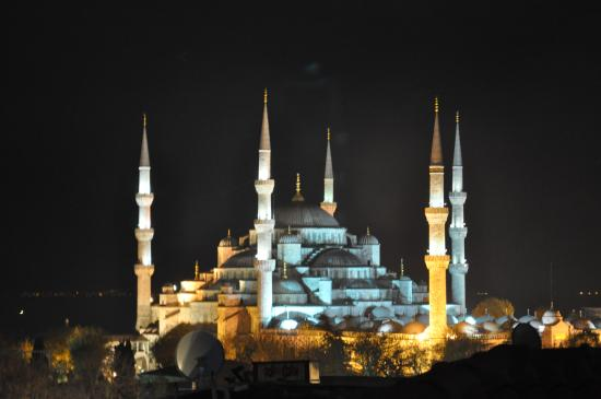 World Heritage Hotel Istanbul: blue mosque at night - 1 minute from hotel