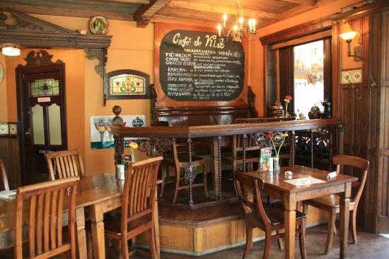 Cafe de Vlist: poduim met bord 3 gangen keuze maandmenu