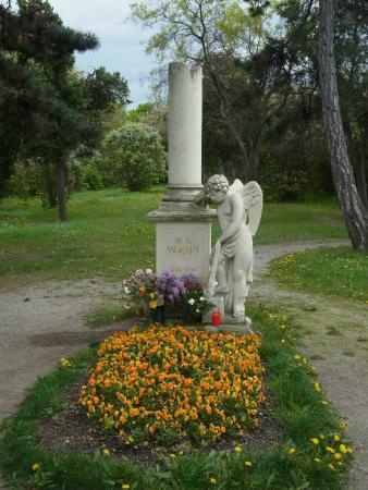 Cemetery of St. Marx (Friedhof St. Marx): 共同墓地にあるモーツァルトの記念碑
