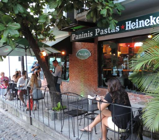 Pan & Que?: El patio por la tarde!