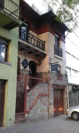 Pocitos Hostel: Frente do hostel
