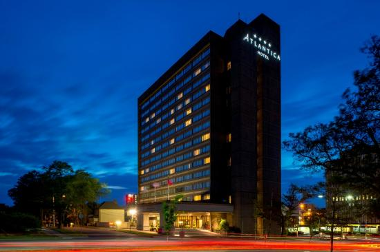 Atlantica Hotel Halifax : Atlantica at night