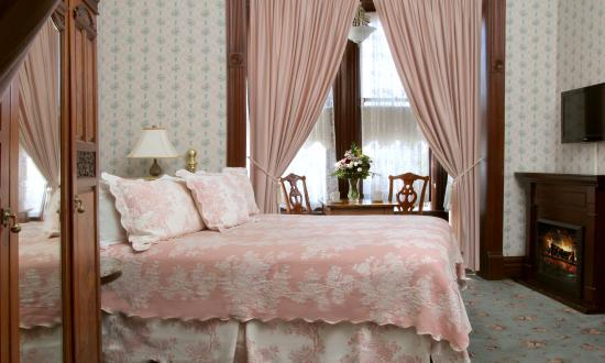 Victorian Inn : Maggie C. Russ Suite
