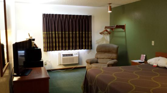 "Super 8 Kingdom City: King room, with 32"" flat screen TV, refrigerator, microwave, recliner"
