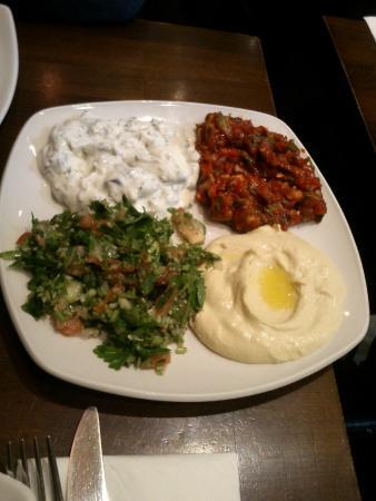 Fez Mangal: Antipasto con prezzemolo hummus di ceci