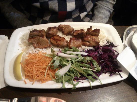 Fez Mangal: Arrosto servito con insalata e riso