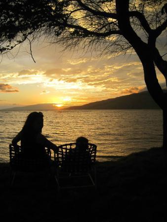 Luana Kai Resort: We kind of enjoyed the sunsets