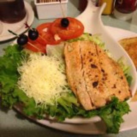 Reedley, Californië: Grilled Salmon Salad @ Brooks Ranch