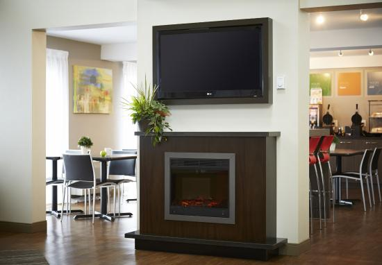 Comfort Inn - Truro: Relax by the fire
