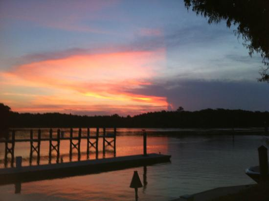 K-Rae's Waterway Bar & Grille: Sunset from our deck