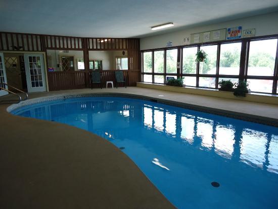 Henniker, Nueva Hampshire: Heated Pool